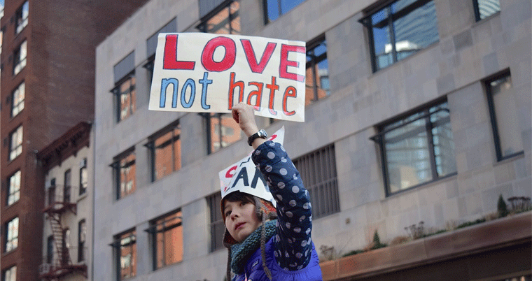 Love not Hate Frauenstreik